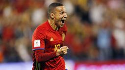 Striker Spanyol, Rodrigo, melakukan selebrasi usai mencetak gol ke gawang Albania pada laga Kualifikasi Piala Dunia 2018 di Stadion Rico Perez, Jumat (6/10/2017). Spanyol menang 3-0 atas Albania. (AP/Alberto Saiz)