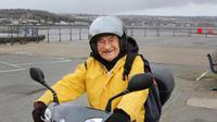 Apa yang Anda rasakan kalau melihat kakek-kakek mengendarai motor sendiri? Film Inggris mendokumentasikan mereka (Foto: Standard.co.uk).