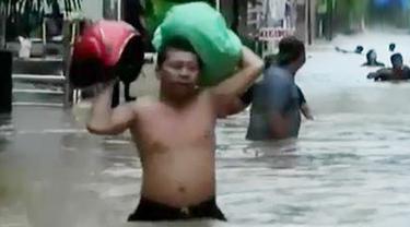 Banjir Jakarta Akibat Proyek Normalisasi yang Belum Usai