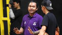 Asisten pelatih CLS Knights Indonesia, Koko Heru Setyo Nugroho. (Bola.com/Aditya Wany)