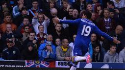 Digo Costa. Striker yang didatangkan Chelsea dari Atletico Madrid pada 2014/2015 ini langsung mencetak gol di laga debutnya di pekan ke-1 Liga Inggris kontra tuan rumah Burnley, 18 Agustus 2014. Ia mencetak gol penyeimbang 1-1 pada menit ke-17. Hasil akhir Chelsea menang 3-1. (Foto: AFP/Paul Ellis)