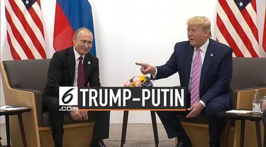 Donald Trump melakukan pertemuan dengan Vladimir Putin di sela-sela KTT G-20 di Osaka, Jepang. Trump melontarkan candaan agar Putin tidak mencampuri Pilpres AS.