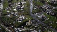 Lingkungan hunian yang hancur setelah Badai Maria di Toa Alta, Puerto Rico, 28 September 2017. (AP)