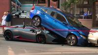 Lamborghini Huracan Sypder mengalami kecelakaan setelah menabrak Honda Civic di area parkir Chicago, Amerika Serikat. (Carscoops)