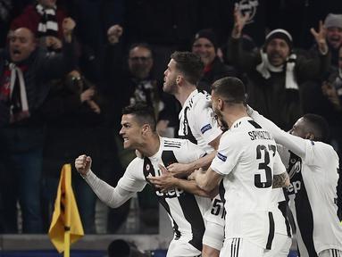 Selebrasi Cristiano Ronaldo pada laga kedua, babak 16 besar Liga Champions yang berlangsung di Stadion Allianz, Turin, Rabu (13/3). Juventus menang 3-0 atas Atl Madrid. (AFP/Filippo Monteforte)