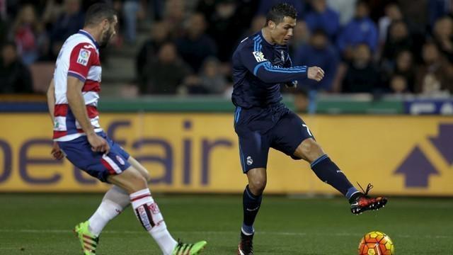 Real Madrid menang 2-1 atas Granada dalam laga pekan ke-23 La Liga Spanyol di Estadio Nuevo Los Carmenes, Senin (8/2/2016) dini hari WIB. Luka Modric menjadi penentu kemenangan lewat golnya di menit ke-85 dan satu gol lainnya dicetak Karim Benzema. S...