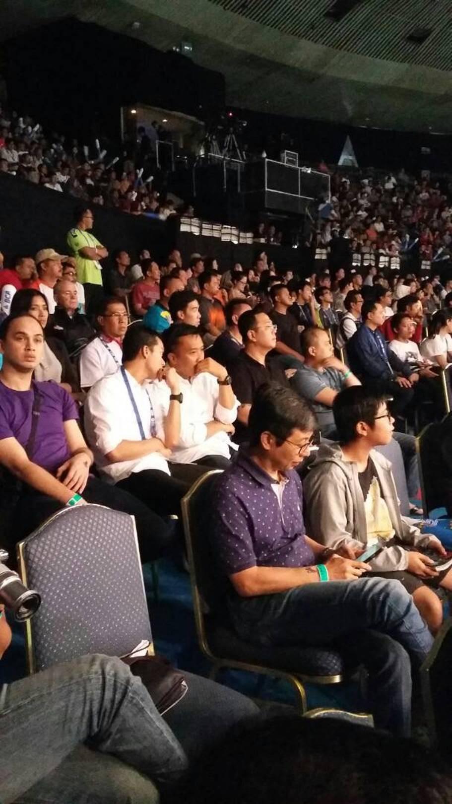 Menteri Pemuda dan Olahraga Imam Nahrawi menyaksikan langsung pertandingan Indonesian Open 2017 di Plenary Hall Jakarta Convention Center, Senayan, Jakarta, Rabu (14/6/2017). (Liputan6.com/Risa Rahayu Kosasih)
