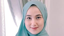 Anesstesia Ayu yang kerap disapa Ayu mendapat pujian dari warganet setelah dirinya mengenakan hijab. Ayu semakin terlihat cantik dan manis ya. (Liputan6.com/IG/@anesstesiaayu)