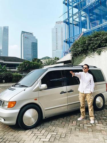 Mulia, Ananda Omesh Ubah Mobil Kesayangannya Jadi Ambulans untuk Pasien Covid-19. (instagram/dianayulestari)