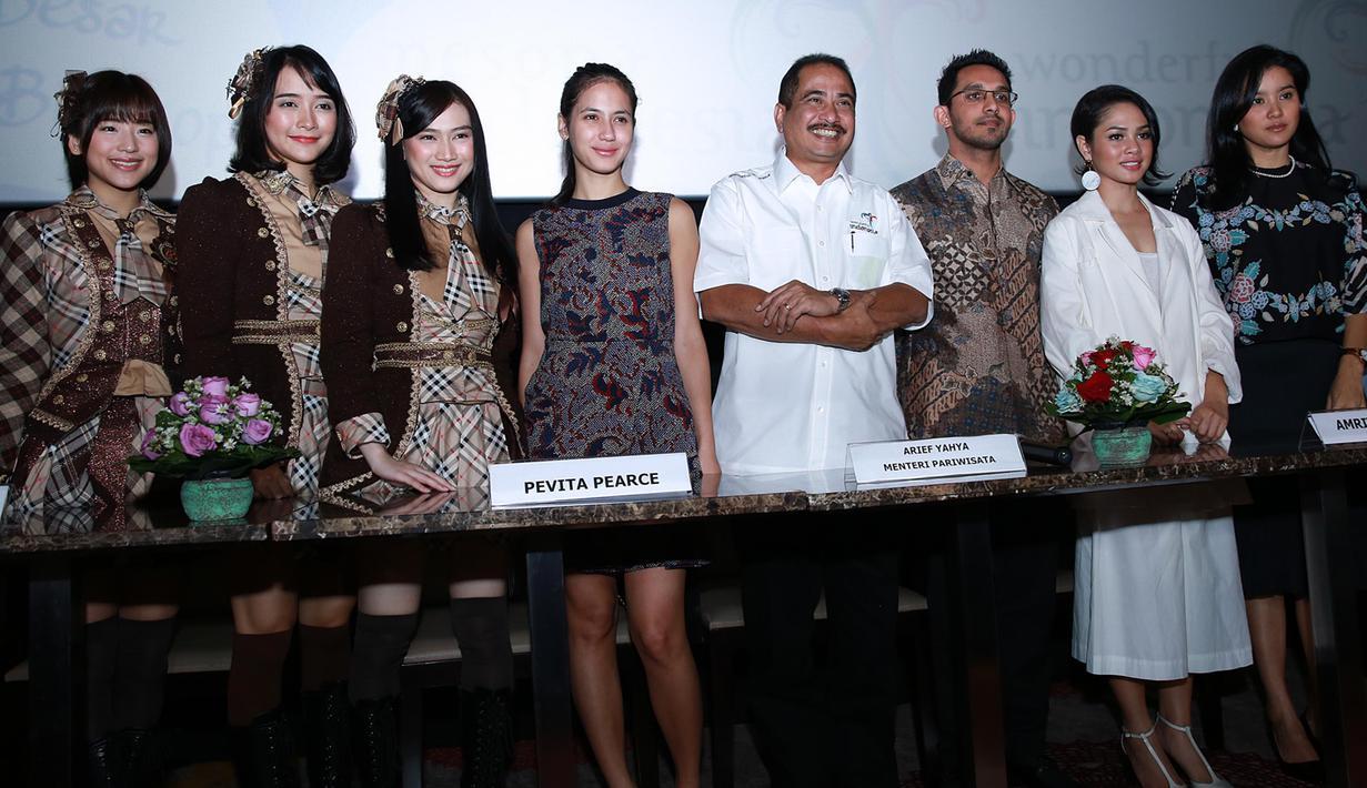 Sederet nama artis papan atas indonesia,Andien,Pevita Pearce,JKT 48,Ayu Pratiwi dan Marcella Zalianti ikut berpartisipasi dalam acara Launching iklan parariwisata dan mereka sangat bangga akan diundangnya kedalam acara tersebut. (Deky Prayoga/Bintang.com)