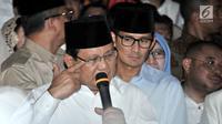 Capres yang juga Ketua Umum Partai Gerindra, Prabowo Subianto dan cawapres Sandiaga Uno memberikan keterangan pers saat deklarasi capres-cawapres di Kertanegara, Jakarta, Kamis (9/8). (Merdeka.com/Iqbal S Nugroho)