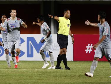 FOTO: Ezra Walian Cetak Gol Perdana dan Kemenangan Persib Bandung di Piala Menpora 2021