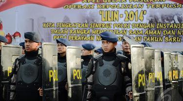 Aparat Kepolisian dalam apel operasi lilin 2014,  Jakarta (22/12/2014). (Liputan6.com /Faizal Fanani)