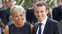 Kegigihan Macron untuk mempertahankan perasaannya membuahkan hasil. Keduanya menikah pada 2007 silam. (AP Images)