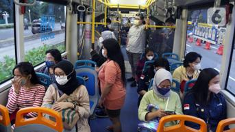 FOTO: PPKM Level 2, Kapasitas Angkut Penumpang Bus Transjakarta 100 Persen