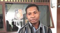 Arnoldus Raga, orangtua siswa yang memotong rambut guru (Amar Ola Keda/Liputan6.com)