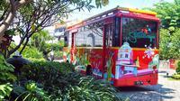 Tak perlu jika ingin menjelajah kota Surabaya, cukup ikut Surabaya Heritage Track (SHT)