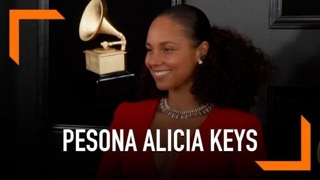 Alicia Keys tampil tanpa menggunakan riasan pada wajah saat menghadiri Grammy Awards 2019. Diketahui ia telah berhenti menggunakan riasan sejak tahun 2016.