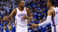 Duet Oklahoma City Thunder Kevin Durant dan Russell Westbrook (AFP/Ronald Martinez)