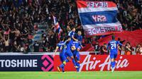 Timnas Thailand merayakan gol ke gawang Singapura di Stadion Rajamangala, Bangkok (25/11/2018). (Bola.com/Dok. AFF Suzuki Cup)