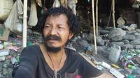 Foto: Endi Pora, ODGJ yang hidup di gua (Liputan6.com/Dion)