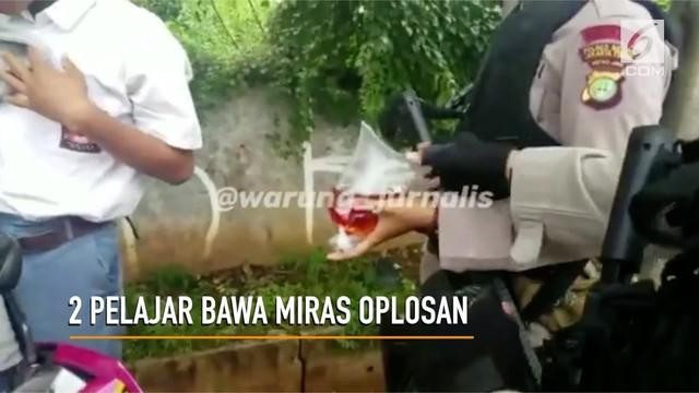 Dua pelajar di Cakung, Jakarta Timur tertangkap tangan membawa miras oplosan.