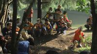 Para peserta penghijauan kawasan hutan Gunung Malabar, Desa Batu Karut, Kecamatan Banjaran, Kabupaten Bandung, Jawa Barat, nampak antusias mendengarkan materi konservasi (Liputan6.com/Jayadi Supriadin)