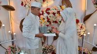 Brigadir TM. Saputra dengan istrinya (Istimewa)