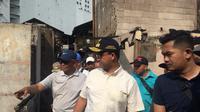 Gubernur DKI Jakarta Anies Baswedan menyambangi lokasi kebakaran di Kampung Bandan, Jakarta Utara. (Liputan6.com/Fachrur Rozie)