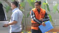 Tersangka Bowo Sidik Pangarso tiba untuk menjalani pemeriksaan di gedung KPK, Jakarta, Kamis (25/7/2019). Bowo Sidik Pangarso diperiksa dalam kasus dugaan suap terkait kerjasama pengangkutan bidang pelayaran yang menggunakan kapal PT Humpuss Transportasi Kimia (HTK). (merdeka.com/Dwi Narwoko)