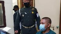 Pengendara moge tersangka pengeroyokan terhadap anggota TNI AD di Bukittinggi, Sumatera Barat menjalani pemeriksaan kepolisian. (Dok Istimewa)