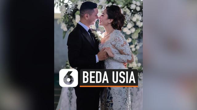 Artis lawas Indonesia, Emma Waroka, baru saja menikah dengan kekasihnya pada Kamis (17/10/2019) kemarin di Masjid Pondok Indah, Jakarta. Meski terpaut beda usia 18 tahun, mereka tetap melangkah ke jenjang pernikahan.