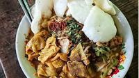 Rujak Soto Banyuwangi yang komplit karena dilengkapi dengan sayur dan daging (dok. Instagram @foods_jatim/https://www.instagram.com/p/BrYn0mMHZV6/Esther Novita Inochi)