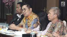 Corporate Secretary SCM, Gilang Iskandar memberikan sambutan saat silaturahmi ke kantor Walubi di Jakarta, Selasa (13/11). Kunjungan tersebut dalam rangka menjalanin kerjasama bidang sosial. (Liputan6.com/Herman Zakharia)