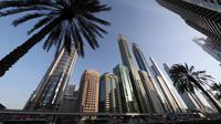 Hotel Gevora (tengah) yang memiliki 75 lantai dengan tinggi bangunan mencapai 356 meter, di Sheikh Zayed Road, Dubai, Minggu (11/2). Dubai baru saja kembali mengumumkan pembukaan hotel baru, Gevora, yang menjadi hotel tertinggi di dunia. (KARIM SAHIB/AFP)