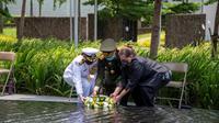 Kedubes AS mengenang kedua kapal tersebut beserta para awak mereka yang berani, dan menatap masa depan seraya bekerja sama dengan para sahabat Indonesia untuk menjadikan situs USS Houston di Teluk Banten sebagai kawasan konservasi (Kedubes AS)