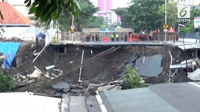 Tim ahli langsung bergerak untuk mengetahui fenomena amblesnya jalan Gubeng, Surabaya. Ada beberapa langkah yang akan dilakukan tim ahli terhadap amblesan tanah di Surabaya.