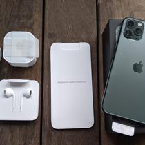 Unboxing iPhone 11 Pro. Liputan6.com/Yuslianson
