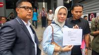 Rachel Maryam usai melaporkan pemalsuan akun Twitter-nya di Polda Metro Jaya. (Liputan6.com/Nafiysul Qodar)