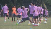 Para pemain PSS Sleman kembali berlatih di lapangan Bercak, Sleman, Senin (10/6/2019) sore. (Bola.com/Vincentius Atmaja)