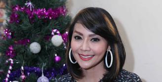Ada yang beda dari penampilan Tessa Kaunang, ya, mantan istri Sandy Tumiwa ini mengubah tampilan gaya rambutnya. Ia memotong rambut panjangnya menjadi pendek, Tessa pun tampak lebih fresh dengan rambut barunya. (Nurwahyunan/Bintang.com)