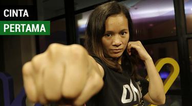 Berita video wawancara petarung MMA wanita asal Indonesia di One Championship, Priscilla Hertati Lumban Gaol, bicara soal cinta pertama dan pakai rok di KLY Lounge.