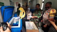 22 Ribu Lebih Dosis Vaksin Sinovac Tiba di Kota Tangerang. (Foto:Liputan6/Pramita Tristiawati)