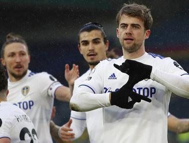 Foto Liga Inggris: Patrick Bamford Bawa Leeds United Menang Tipis Atas Burnley