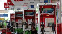 Suasana di SPBU Kuningan Jakarta, Sabtu (5/5). Pemerintah berencana untuk menambah subsidi solar di tengah harga minyak dunia yang sedang naik. (Liputan6.com/Johan Tallo)
