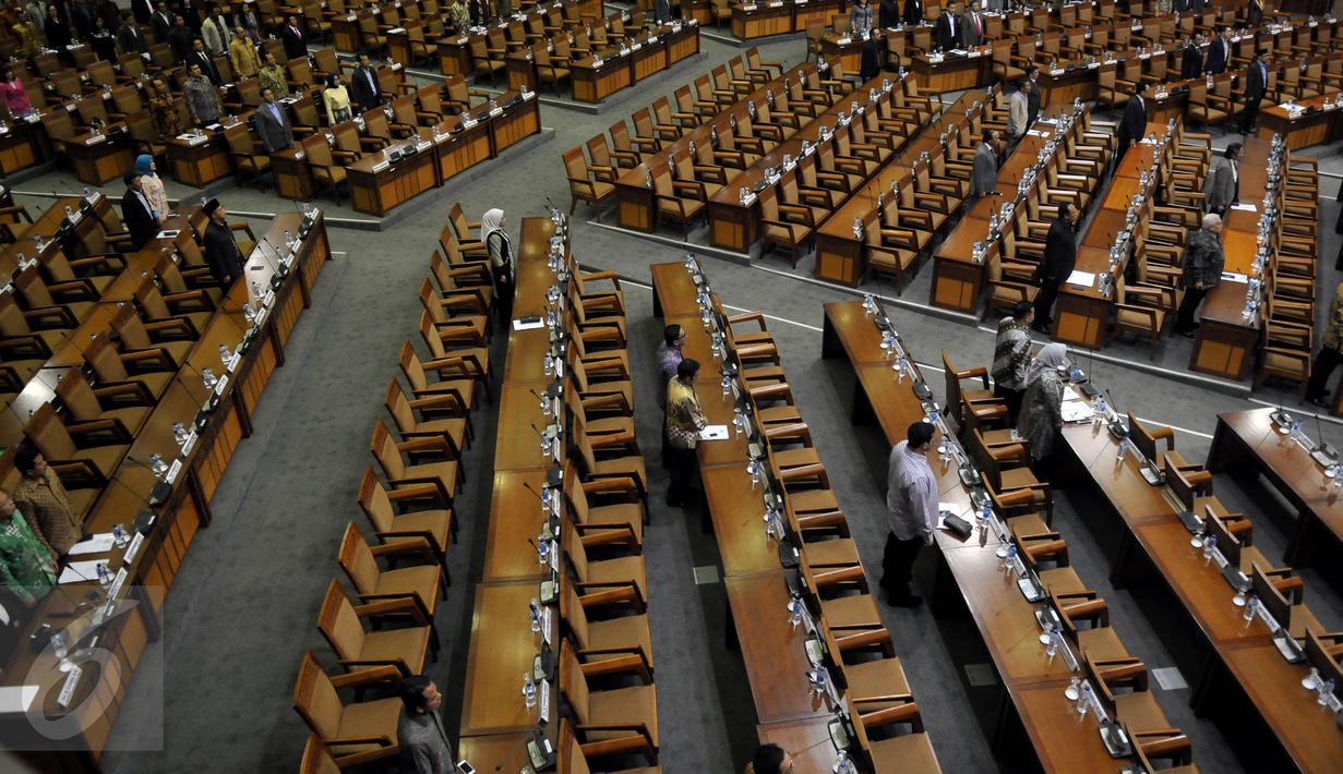 262 Anggota Dewan Tak Hadiri Rapat Paripurna Foto Bangku Kosong Edited 1 6 Deretan