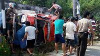 Ketiga personel pemadam kebakaran (damkar) yang tewas itu berada di mobil ketiga dari lima mobil yang dikerahkan. (Liputan6.com/Apriawan)