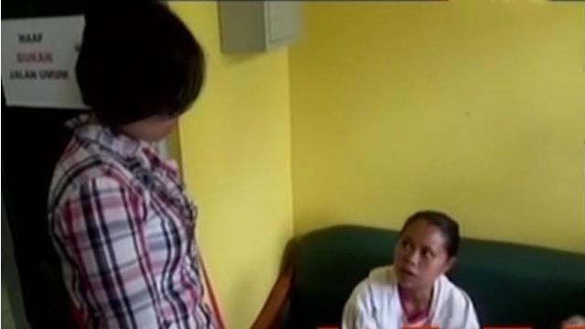 Polisi menangkap Priska, ibu yang tega menganiaya anaknya Sintia Julianti Fitri hingga tewas.