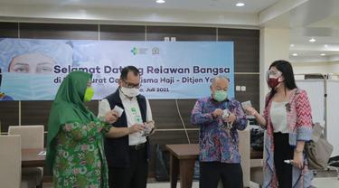 Tenaga Kesehatan RSDC Wisma Haji Pondok Gede Terima Bantuan 50 Ribu Kaplet Suplemen Herbal