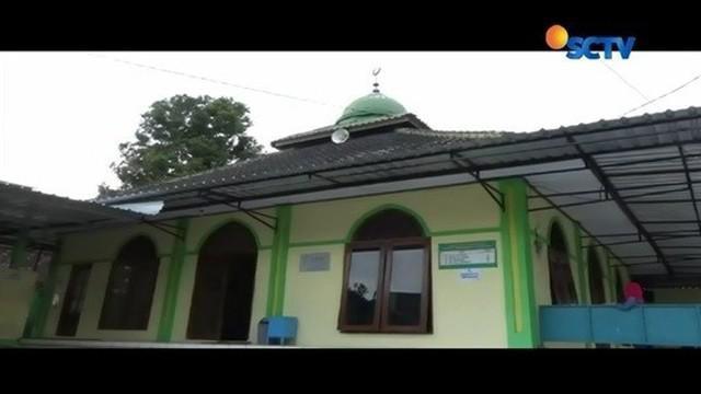 Di sebuah desa di Karanganyar, Jawa Tengah, masjid, gereja dan pura, berdiri saling berdampingan. Seperti apa keseharian warganya?